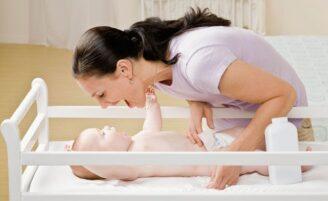 4 maneiras de trocar a fralda do bebê