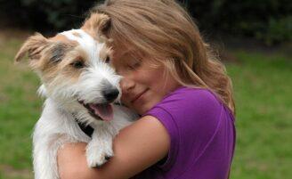 Ajude seu filho a entender a morte de um animal de estimação