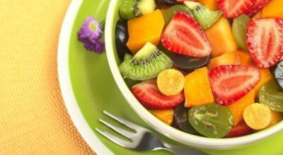 Os benefícios de comer salada de frutas