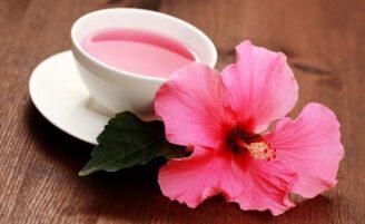 Chá de hibisco para desinchar e emagrecer