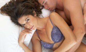 Por que os homens dormem logo após o sexo?