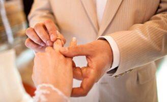 Conheça o significado de todas as bodas de casamento