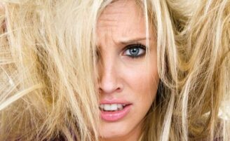 """Saiba como acabar com o efeito """"chiclete"""" nos cabelos"""