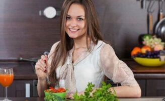 10 alimentos que podem ajudar a melhorar a aparência do seu cabelo