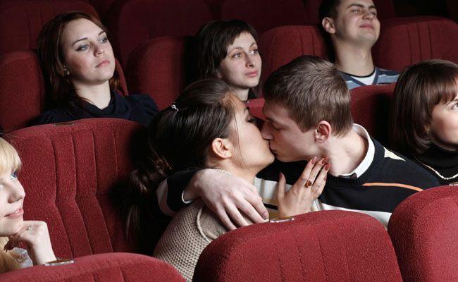 5 habitos irritantes de quem namora em publico 5 hábitos irritantes de quem namora em público