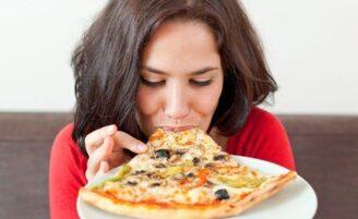 8 conselhos para você parar de comer mais do que precisa