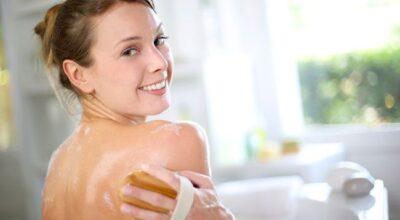 8 receitas para fazer uma esfoliação corporal caseira