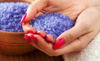 Como fazer sais coloridos e aromatizados