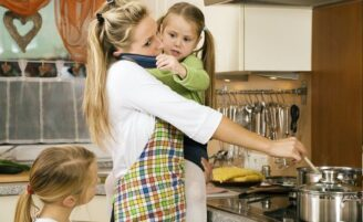 11 fatos que mostram o quanto as mães dão duro para criar os filhos