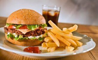 12 alimentos que mais causam inflamação