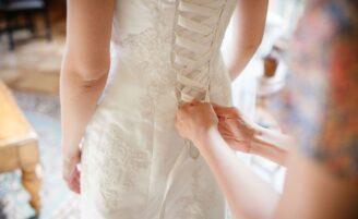 5 coisas que você não deve fazer ao escolher o vestido de noiva