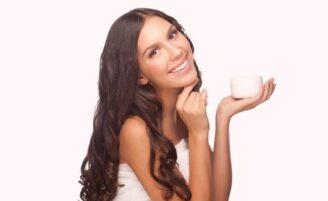 Limpeza profunda da pele: os melhores produtos e conselhos