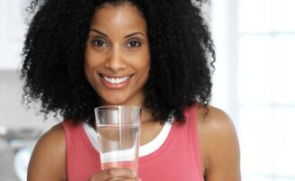 11 razões surpreendentes para você beber mais água
