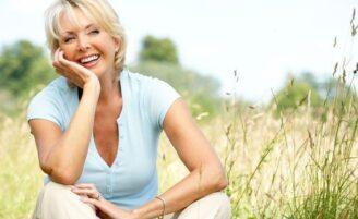 Conheça 8 remédios naturais para aliviar os efeitos da menopausa