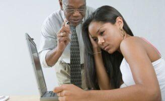 Pesquisa mostra que pais usam redes sociais para falar com filhos
