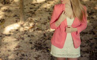 Blazer feminino: aprenda a criar looks delicados com a peça
