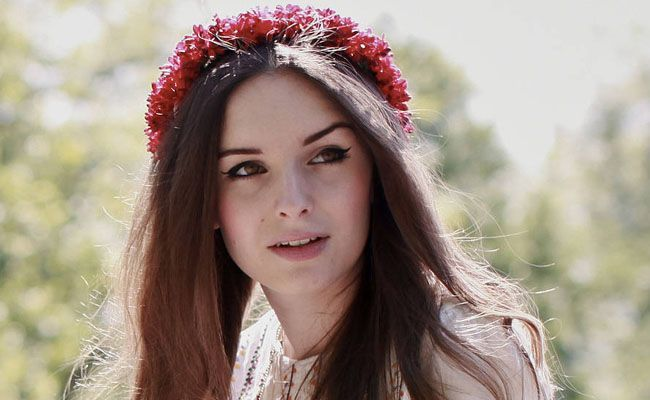 tiara de flores 1 Como usar tiaras: adote o acessório e inove nos penteados