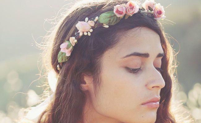 tiara de flores 6 Como usar tiaras: adote o acessório e inove nos penteados