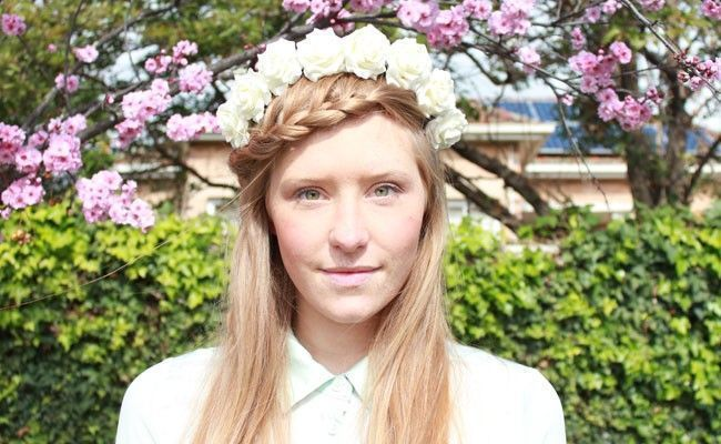 tiara de flores 8 Como usar tiaras: adote o acessório e inove nos penteados