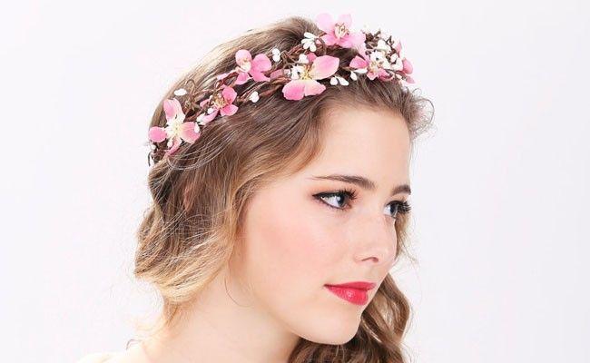 tiara de flores 9 Como usar tiaras: adote o acessório e inove nos penteados