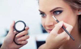 Como combinar a maquiagem com a cor dos olhos