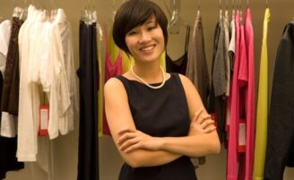 Dicas de moda essenciais para mulheres baixinhas