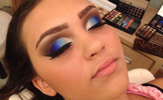 Make para usar com vestido azul marinho