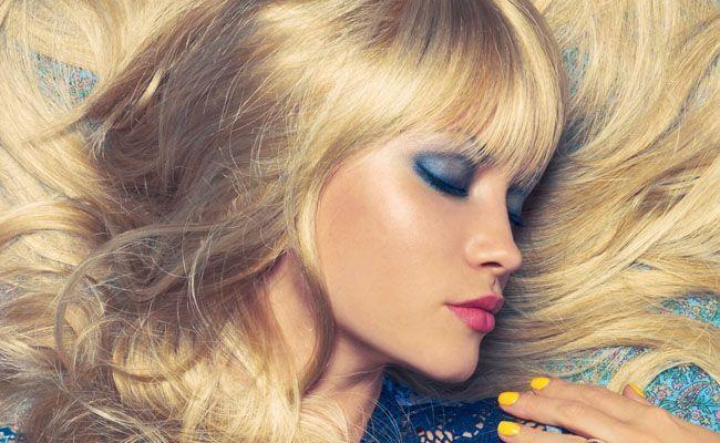 Maquiagem para loira com vestido azul