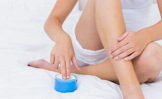 3 receitas de hidratantes caseiros para pés, corpo e rosto