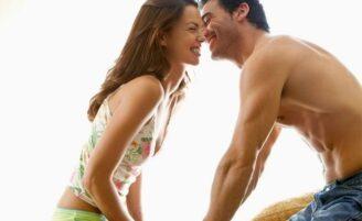 5 maneiras de surpreender seu namorado durante o sexo