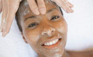 Esfoliante facial: qual é o ideal para o seu tipo de pele?