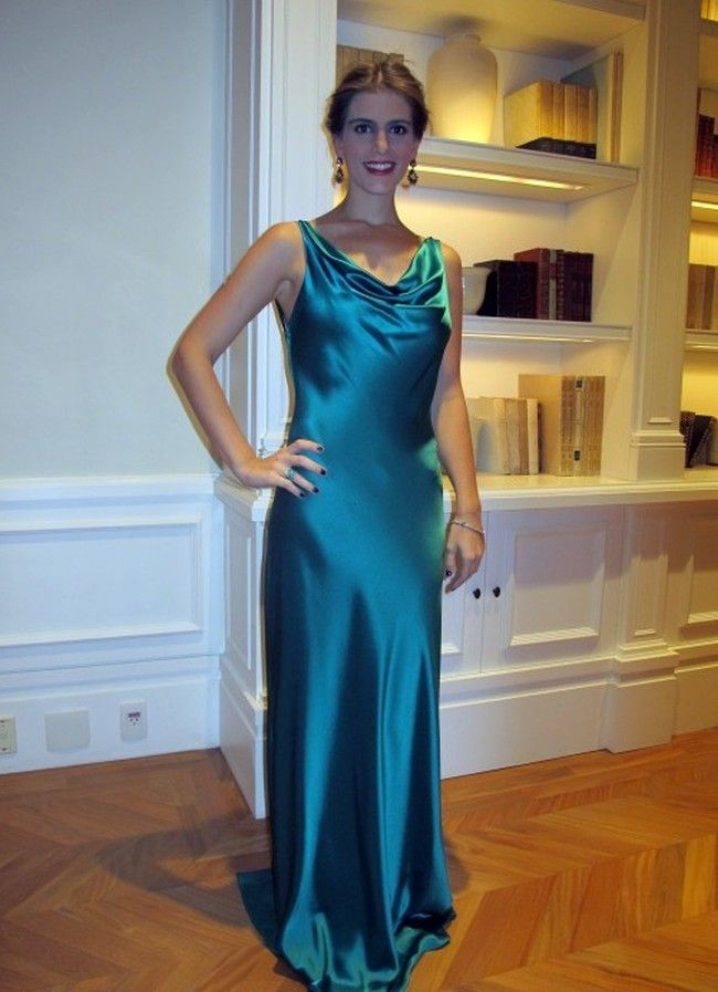 Vestido de cetim verde claro