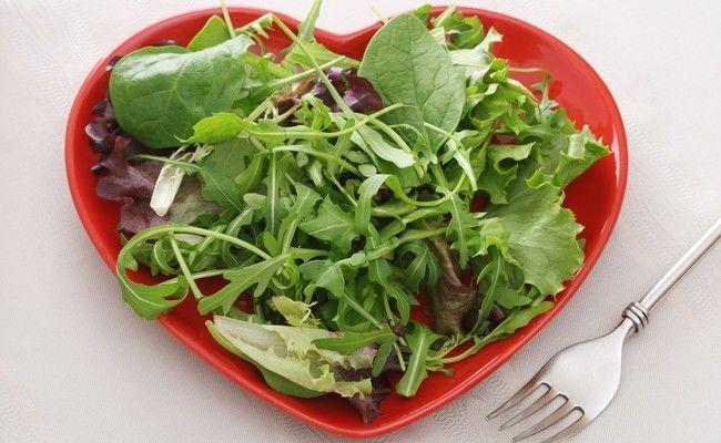 saladas verdes Os 21 alimentos mais saudáveis para as mulheres