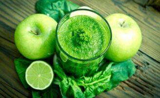 7 sucos detox deliciosos e práticos para limpar seu organismo