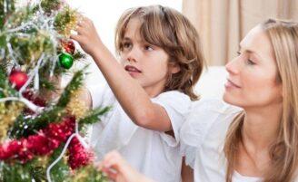 Como montar e decorar uma árvore de Natal com a sua cara