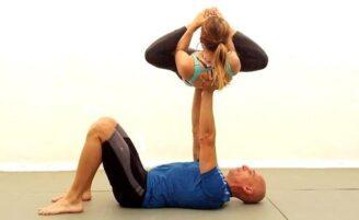 Acro Yoga: movimentos no corpo e na mente