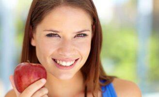 13 alimentos para um sorriso mais bonito