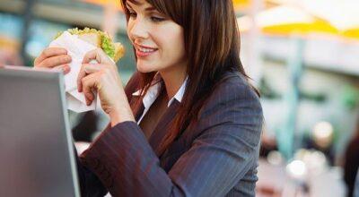 8 ideias de alimentos práticos para levar para o trabalho