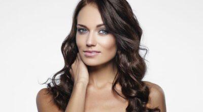 Cabelos ondulados: penteados, cuidados e tratamentos para suas ondas