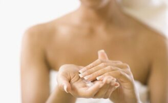 Acne no peito: como evitar e tratar o problema