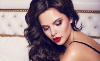Cabelo de diva: como fazer o penteado que vai te deixar sexy e sofisticada