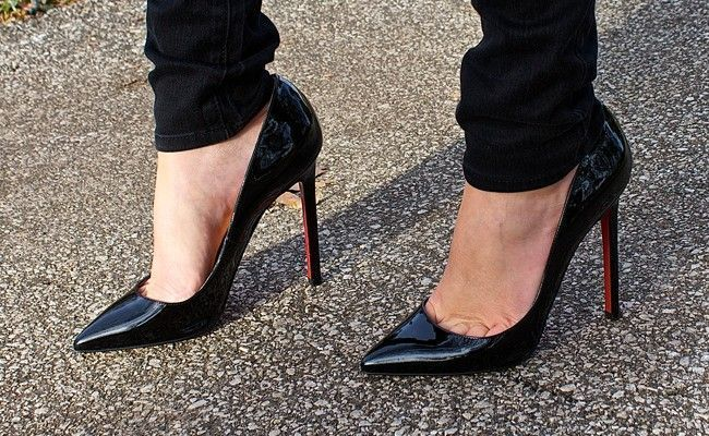 26da3e99e7 Scarpin preto  como usar o calçado que toda mulher precisa ter ...