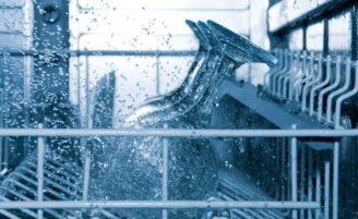 Como limpar sua máquina de lavar louça de forma prática e eficaz