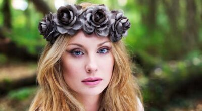 Tiara de flores: aprenda como adotar o acessório no look