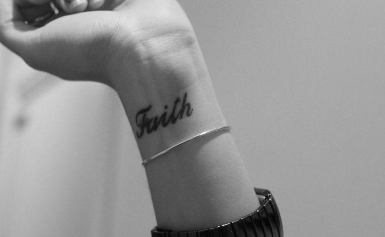 """Tatuagem no pulso, uma das últimas """"modas"""" de tatuagem. Foto: Reprodução"""