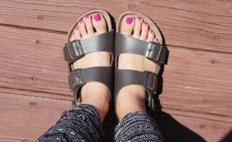 6 formas de usar as polêmicas sandálias birken