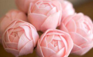 Flores de tecido: passo a passo e ideias criativas para usá-las