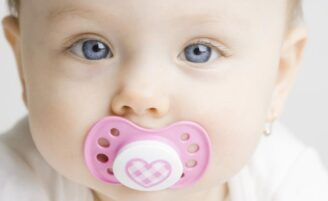 6 razões para não oferecer a chupeta ao seu bebê