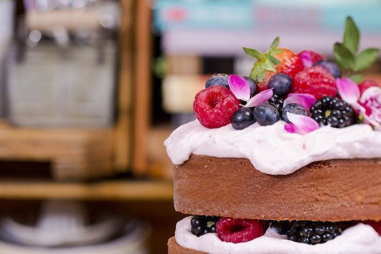 Ahududu krem ile Çıplak Hindistancevizi kek. Fotoğraf: / tatlı </ a Play Öldürebilir