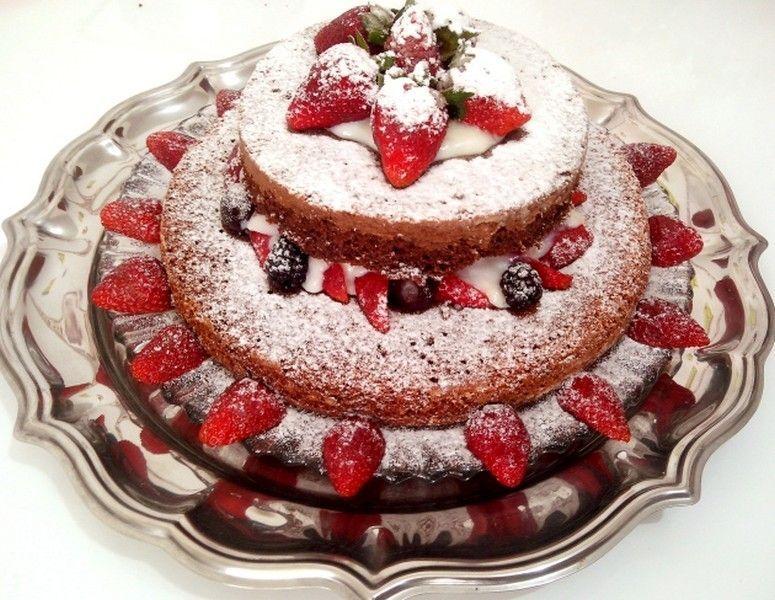 Naked cake com massa de iogurte. Foto: Reprodução / Cozinhando para 2 ou 1
